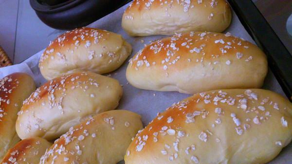 麦香肉松面包的做法
