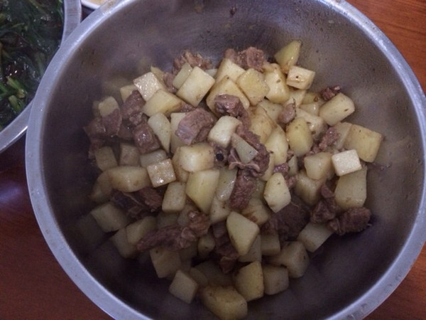 红烧土豆牛腩的做法