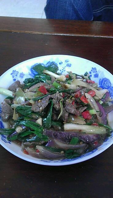蒜苗剁椒炒牛肉的做法