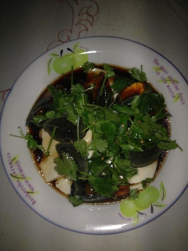 香菜皮蛋豆腐的做法