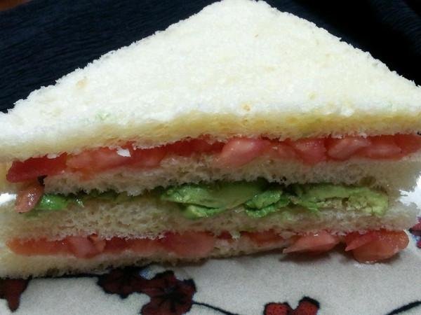 快速营养早餐【树莓酱酪梨三明治】的做法
