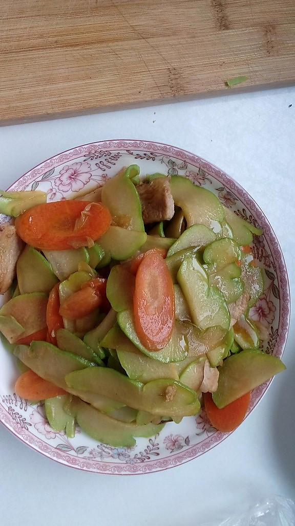 5分钟炒出养颜减肥瘦身菜--佛手瓜炒胡萝卜的做法