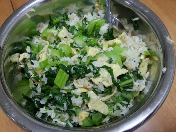 青菜鸡蛋炒饭 的做法