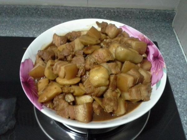 芋头烧肉的做法