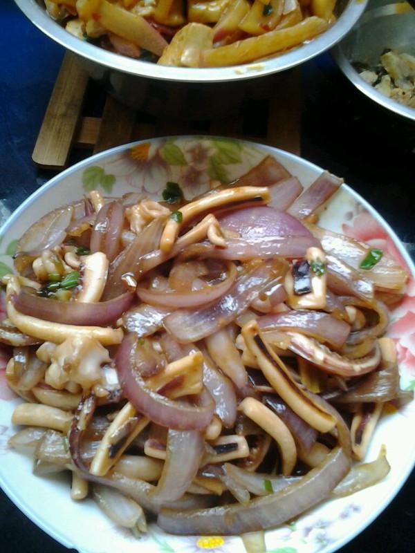 鱿鱼炒洋葱的做法