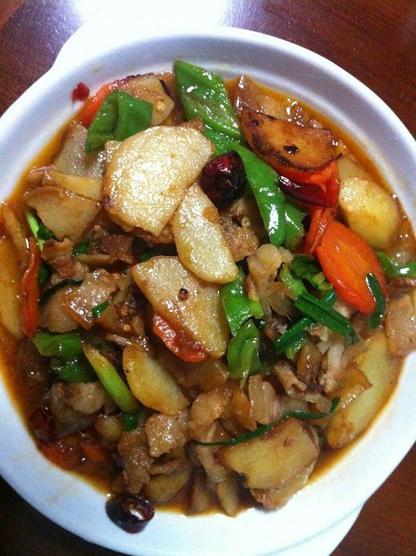 超级好吃~土豆回锅肉!的做法