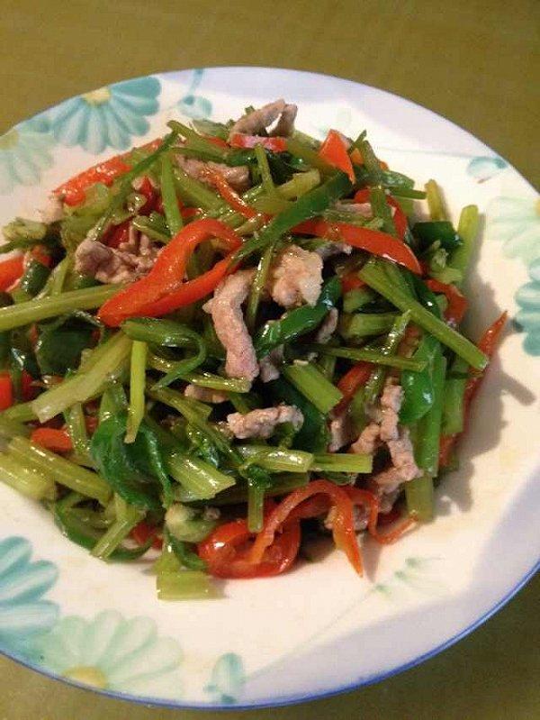 芹菜胡萝卜丝炒肉的做法