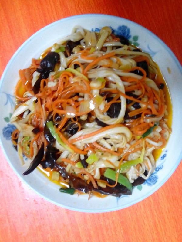 胡萝卜炒金针菇的做法