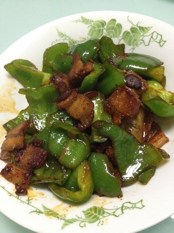 家常青椒干煸五花肉的做法