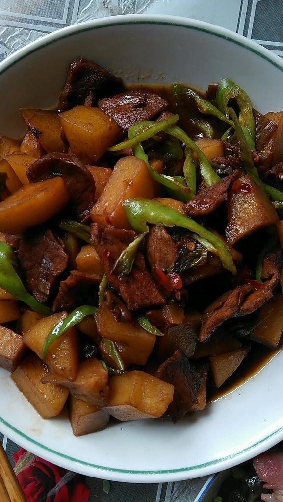 【土豆红烧肉】的做法