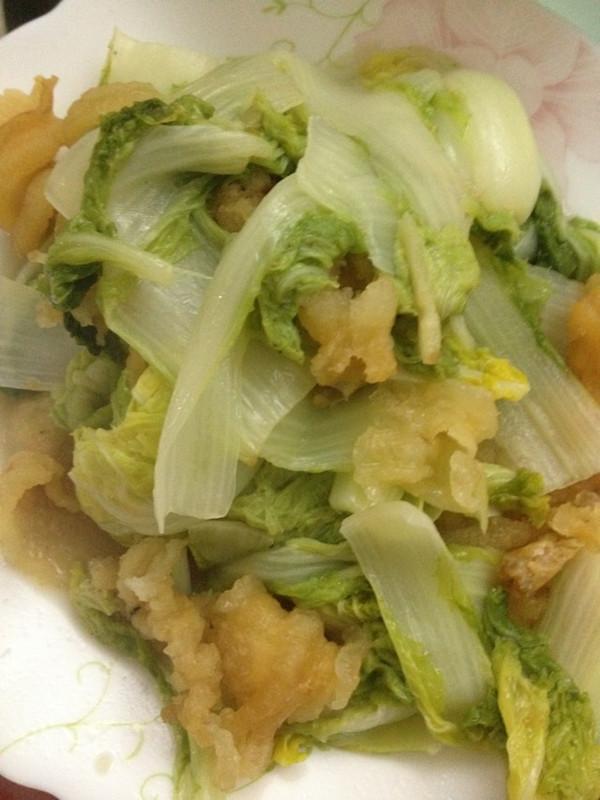 鱼鳔焖白菜的做法
