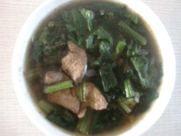 菠菜烩肝汤的做法