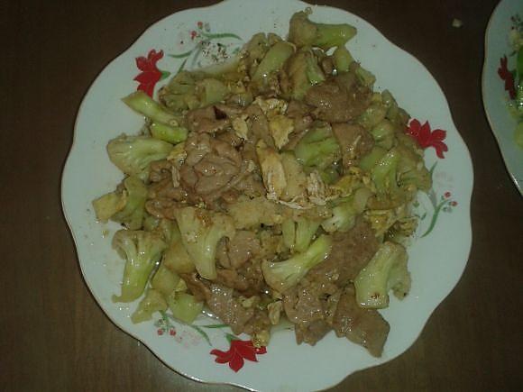 菜花炒肉片的做法