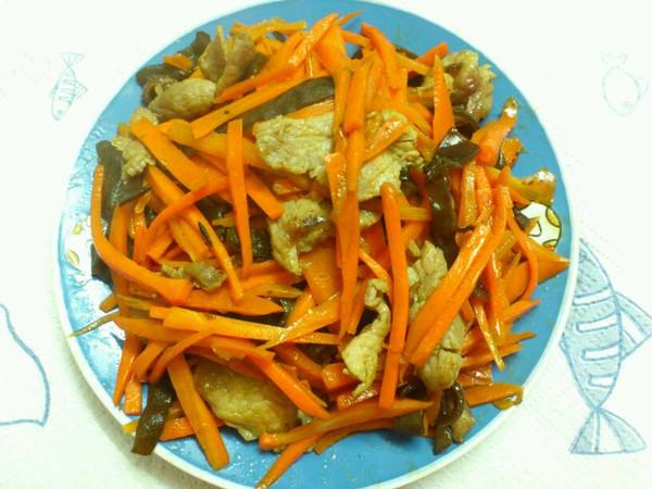 木耳胡萝卜炒肉片的做法