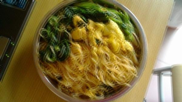 菠菜蛋皮拌粉丝的做法