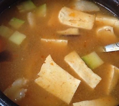 韩式海鲜大酱汤的做法