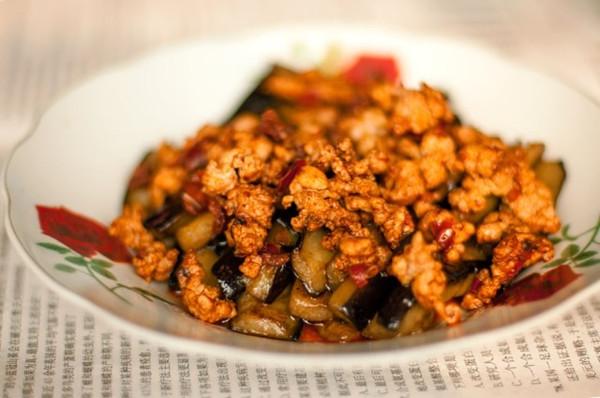 红烧肉末茄子的做法