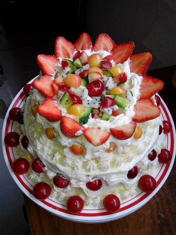 生日蛋糕/今年5月份,我的双胞胎儿子过九岁生日,我们一家人共同参与制作...