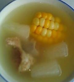 白萝卜玉米排骨汤--美丽厨娘