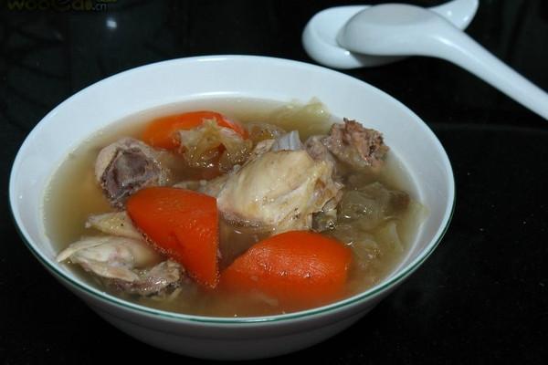 胡萝卜银耳鸡汤的做法