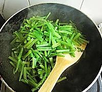 芹菜炒猪肝的做法<!-- 图解7 -->