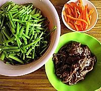 芹菜炒猪肝的做法<!-- 图解2 -->