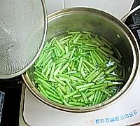 芹菜炒猪肝的做法<!-- 图解4 -->